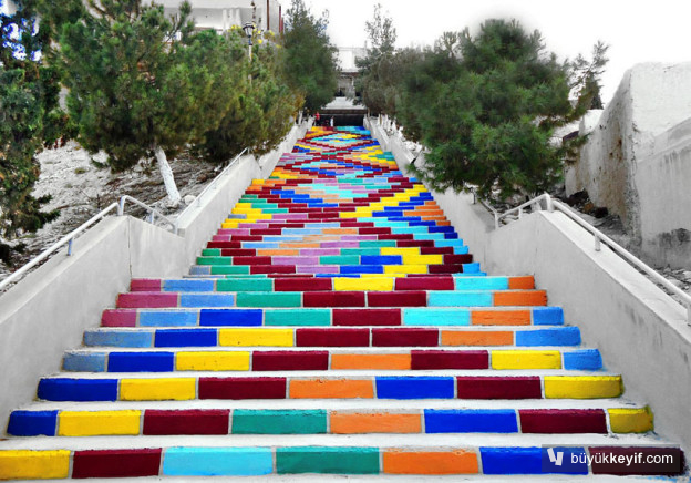 colorful-stairs-in-syria-designboom-02