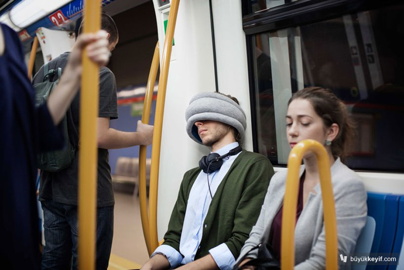ostrich-pillow-light-portable-pillow-for-public-napping-designboom-04