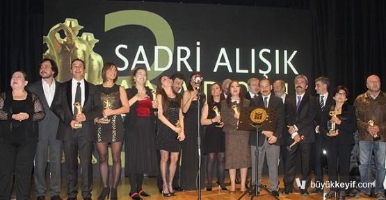 sadri_alisik_tiyatro_odulleri_sahiplerini_buldu_h22036